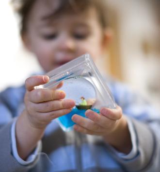 http://made-design.fr/INDEXHIBIT/files/gimgs/8_children8.jpg